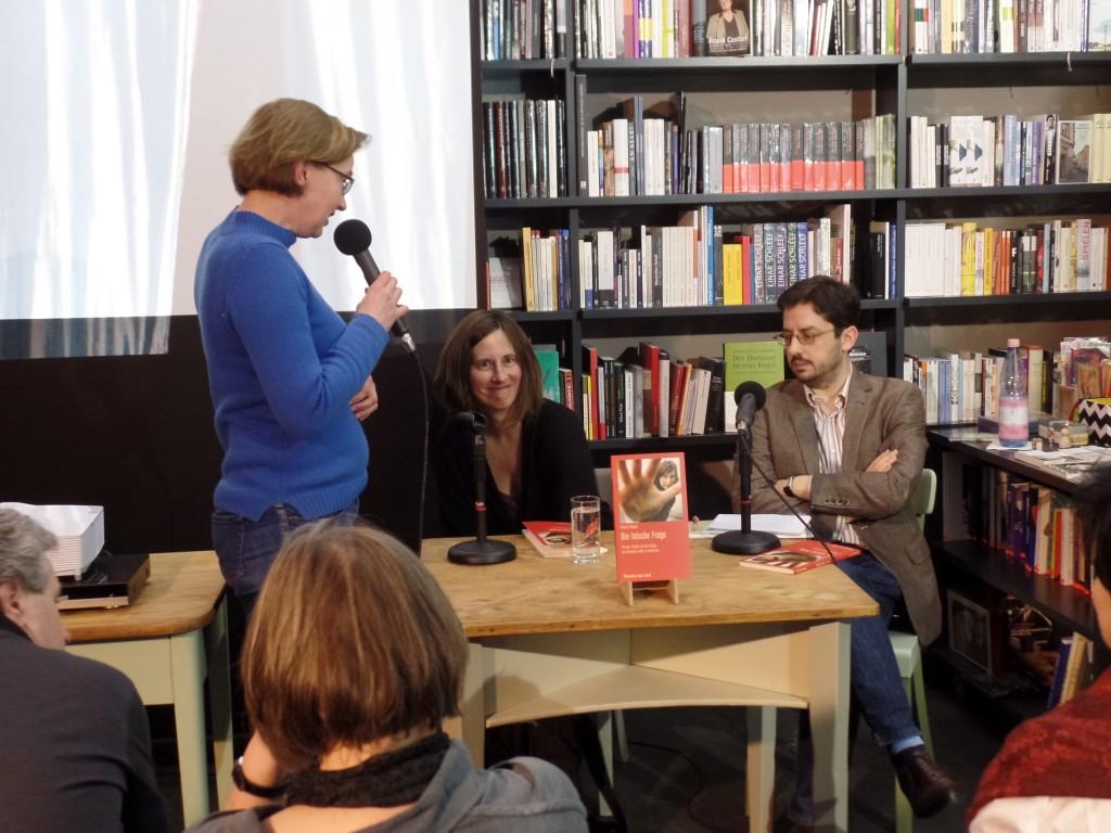 Begrüßung durch Nicole Gronemeyer (Theater der Zeit)